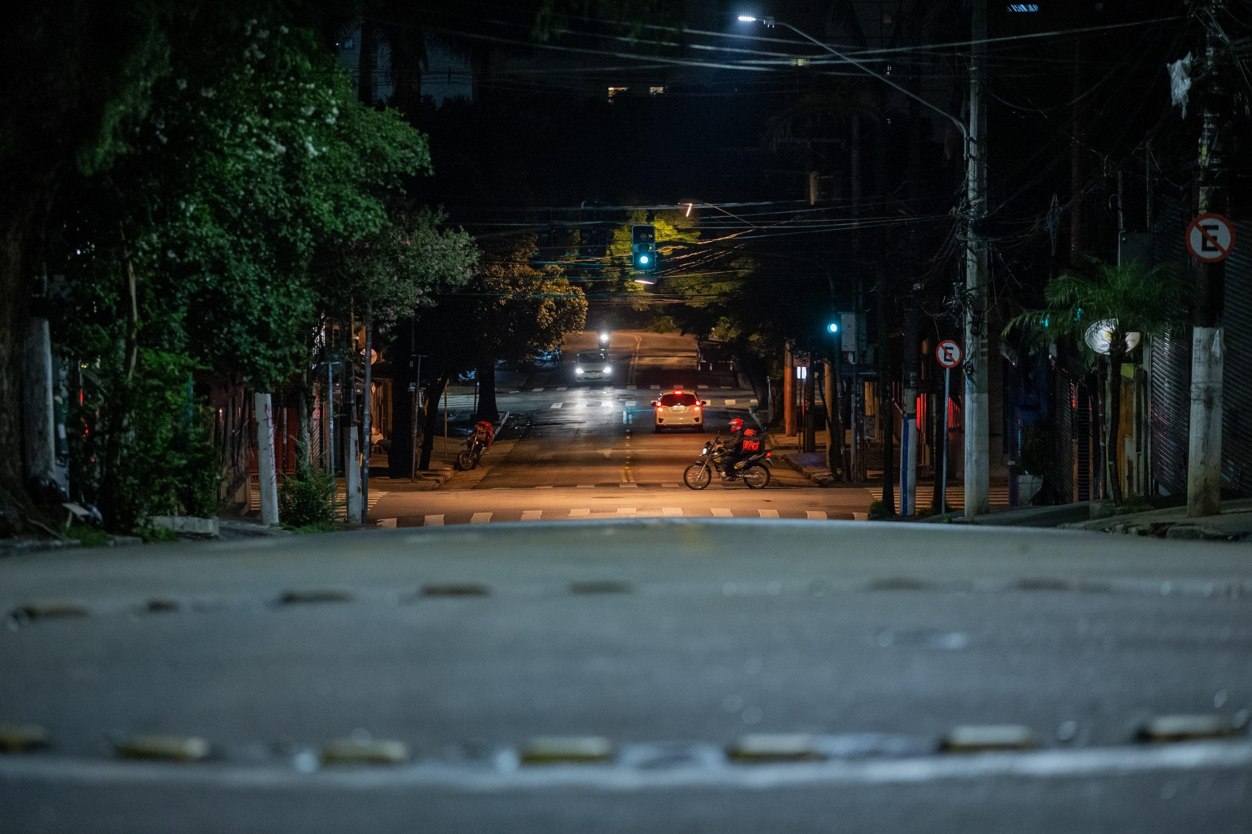 Novo decreto: Governo do Paraná suspende toque de recolher e libera eventos com até mil pessoas