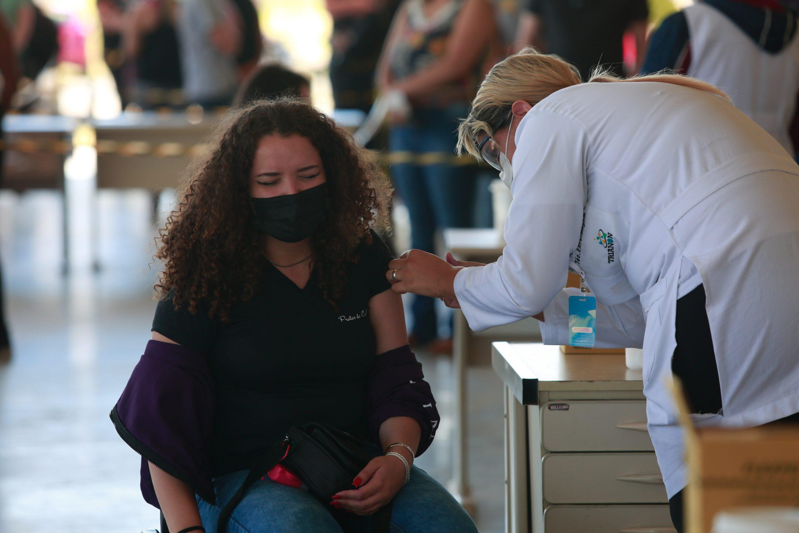 Guaraqueçaba é o primeiro município do litoral a iniciar a vacinação de adolescentes; aplicação começa nesta terça