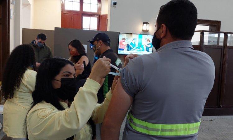 Pessoas com segunda dose da Pfizer indicada até 22 de outubro já podem se vacinar em Paranaguá
