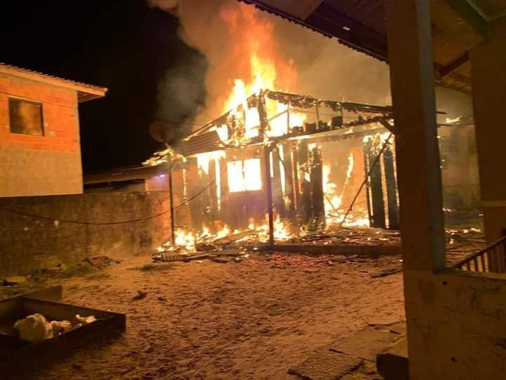 Casa na Ilha dos Valadares em Paranaguá foi destruída por incêndio; família precisa de ajuda