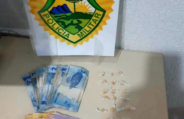 Após denúncia anônima, Polícia Militar prende três homens por tráfico de drogas em Pontal do Paraná