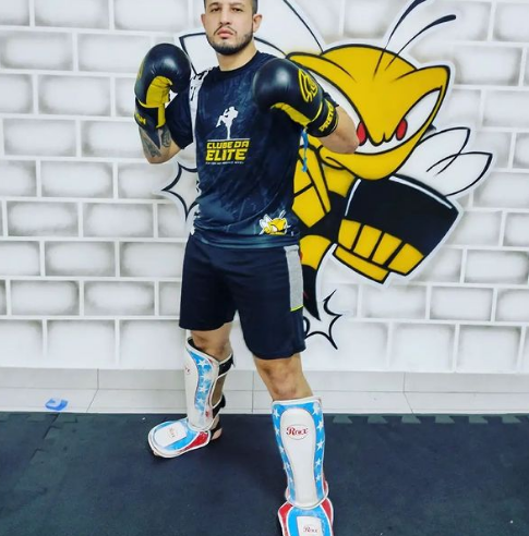 Matheus Souza é bicampeão brasileiro de Kickboxing e vai representar o Brasil no campeonato mundial