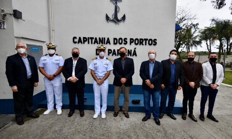 Senador Alvaro Dias visita a Capitania dos Portos de Paranaguá