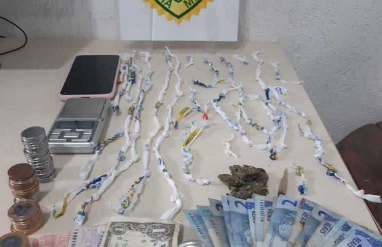 Mulher é presa por tráfico de drogas, em Pontal do Paraná